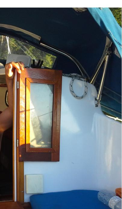 Click image for larger version  Name:Cockpit Starboard Side.JPG Views:100 Size:34.2 KB ID:77157