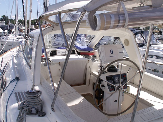 Click image for larger version  Name:cockpit.jpg Views:70 Size:125.6 KB ID:79104
