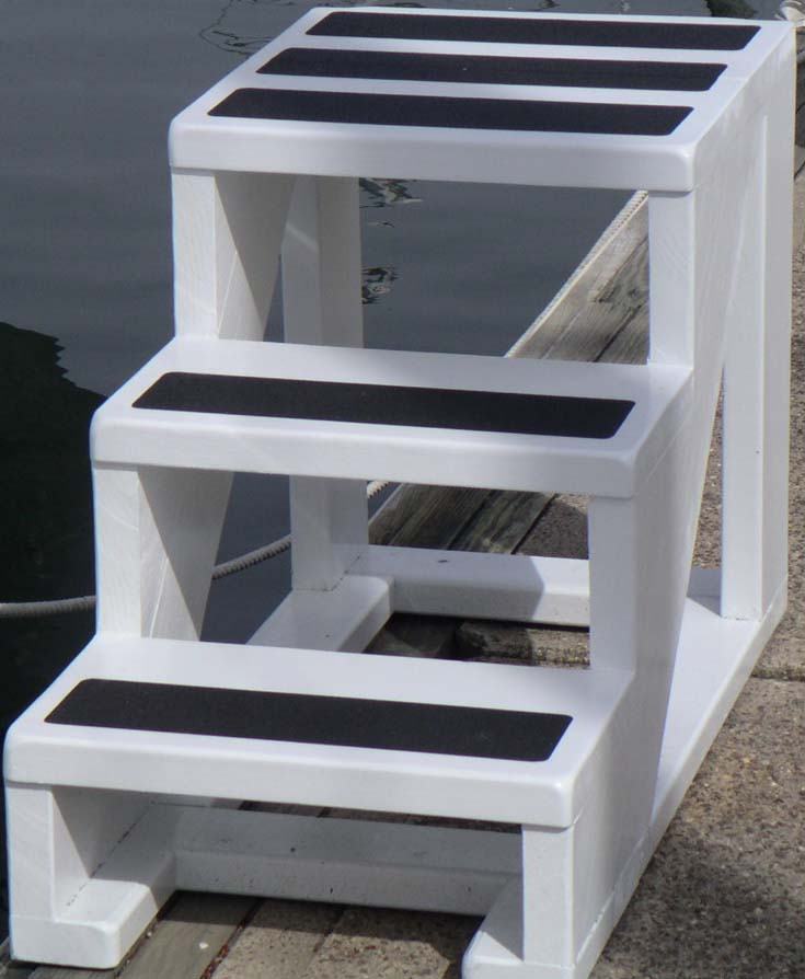Click image for larger version  Name:Catatude Boat 3 step closeup.jpg Views:155 Size:60.4 KB ID:82080