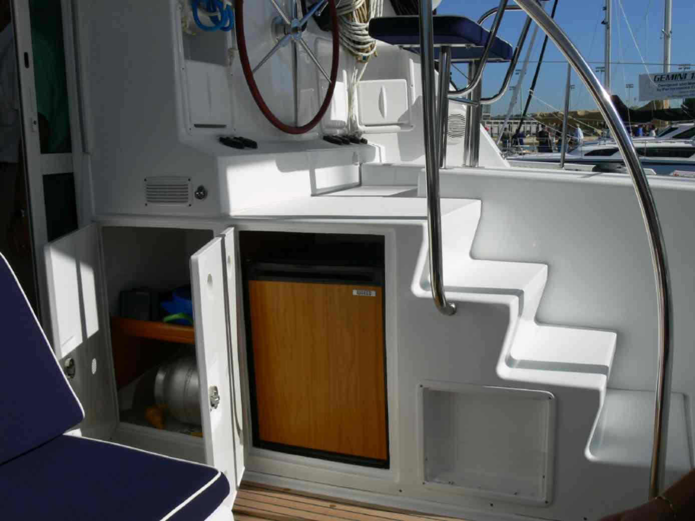 Click image for larger version  Name:cockpit fridge & storage-e.jpg Views:131 Size:65.1 KB ID:822