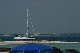 Click image for larger version  Name:Passing the beach Isla.jpg Views:157 Size:127.5 KB ID:8234
