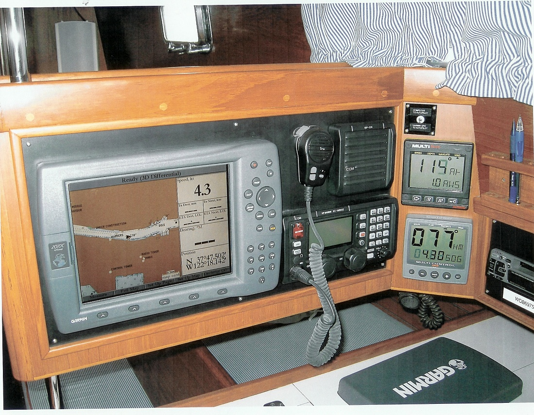 Click image for larger version  Name:Nav station GPS - color and loaded with charts, SSB etc.jpg Views:267 Size:493.8 KB ID:8585