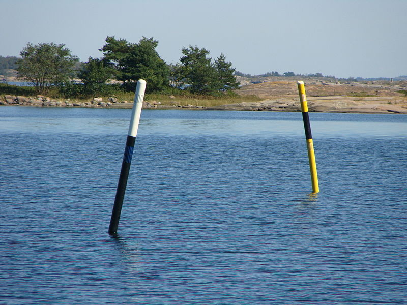 Click image for larger version  Name:800px-South_and_west_cardinal_spar_buoys.jpg Views:436 Size:106.6 KB ID:85921
