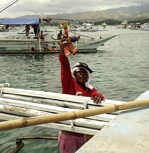 Click image for larger version  Name:ice-cream-vendor-in-sea-philippines.jpg Views:96 Size:85.4 KB ID:87502