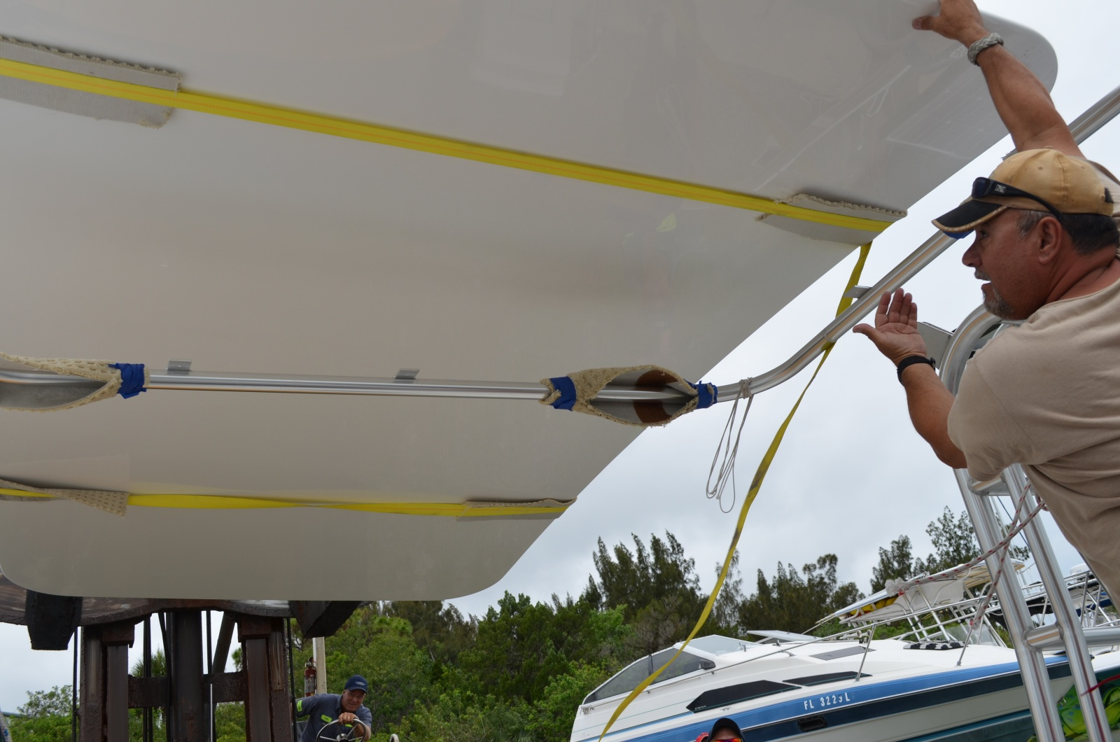 Click image for larger version  Name:Hardtop being fitted on boat.jpg Views:208 Size:367.7 KB ID:88504