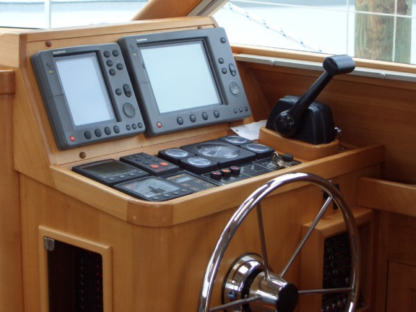 Click image for larger version  Name:Pilothouse Helm Station (close-up) (600 x 450).jpg Views:246 Size:61.6 KB ID:8950