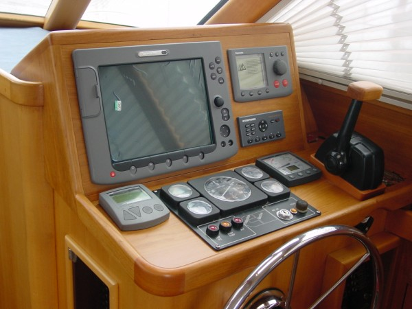 Click image for larger version  Name:New Helm Station1 (600 x 450).jpg Views:248 Size:63.3 KB ID:8951