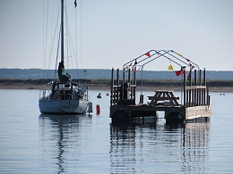 Click image for larger version  Name:Picnic-barge.jpg Views:245 Size:163.2 KB ID:89538