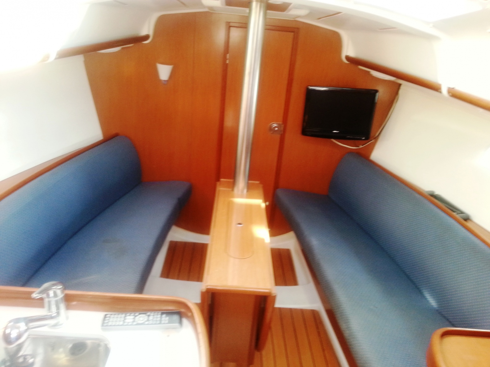 Click image for larger version  Name:Beneteau 14.jpg Views:132 Size:402.3 KB ID:89921