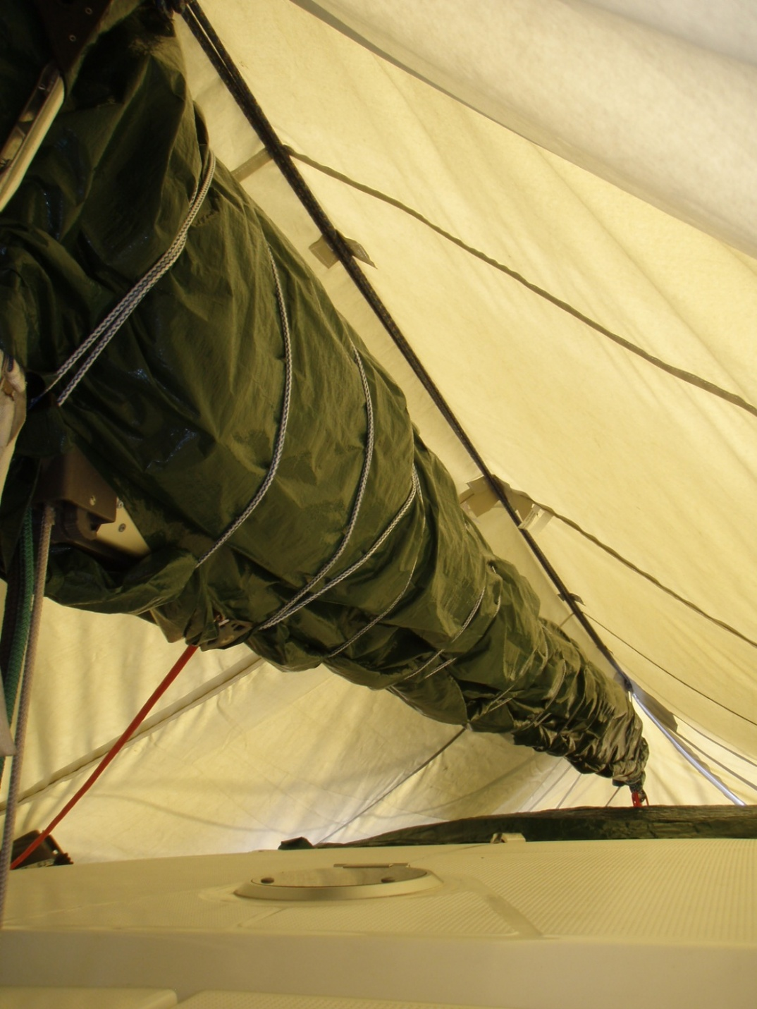 Click image for larger version  Name:Winter cover and main sail rap.jpg Views:127 Size:358.5 KB ID:90086