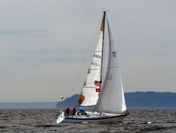 Click image for larger version  Name:Wauquiez Pretorian 35 Sailing 4.jpg Views:213 Size:27.7 KB ID:91232
