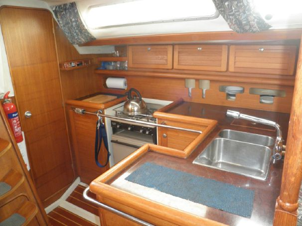 Click image for larger version  Name:Westerly Typhoon 37 1991 galley.jpg Views:159 Size:46.7 KB ID:91308