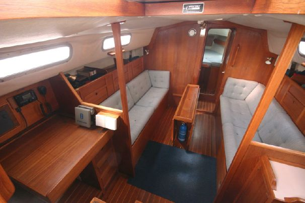Click image for larger version  Name:Westerly Fulmar 31 1986 $52K 2 saloon.jpg Views:150 Size:37.4 KB ID:91312