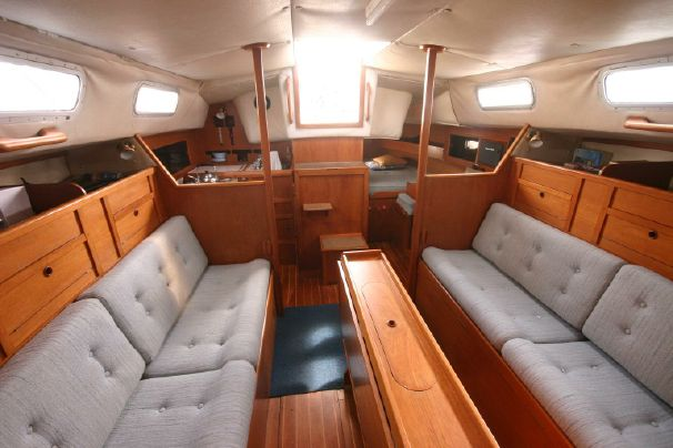 Click image for larger version  Name:Westerly Fulmar 31 1986 $52K 2b saloon.jpg Views:147 Size:41.9 KB ID:91313
