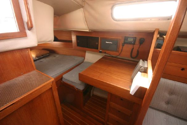 Click image for larger version  Name:Westerly Fulmar 31 1986 $52K 3 nav.jpg Views:157 Size:34.2 KB ID:91314