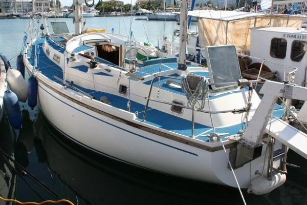 Click image for larger version  Name:Westerly Conway 36CC 1979 $47K  dock.jpg Views:190 Size:50.6 KB ID:91365