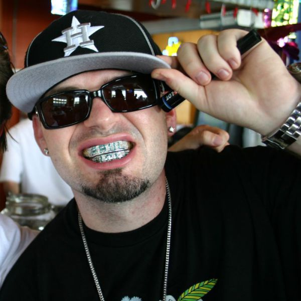Click image for larger version  Name:would_you_wear_gangsta_grillz_640_02.jpg Views:77 Size:58.4 KB ID:91442