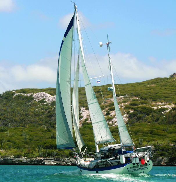 Click image for larger version  Name:Hardin 45 Sailing AFT.jpg Views:52 Size:67.0 KB ID:92169