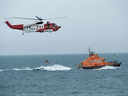 Click image for larger version  Name:799px-Irish_Coastguard_Helicopter_RNLI_Rescue_Demonstartion.jpg Views:129 Size:78.9 KB ID:92408