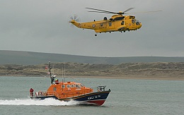 Click image for larger version  Name:RNLI with Helo.jpg Views:129 Size:99.1 KB ID:92411
