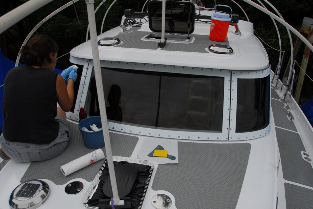 Click image for larger version  Name:Curved pilothouse window hell.jpg Views:116 Size:196.7 KB ID:9257