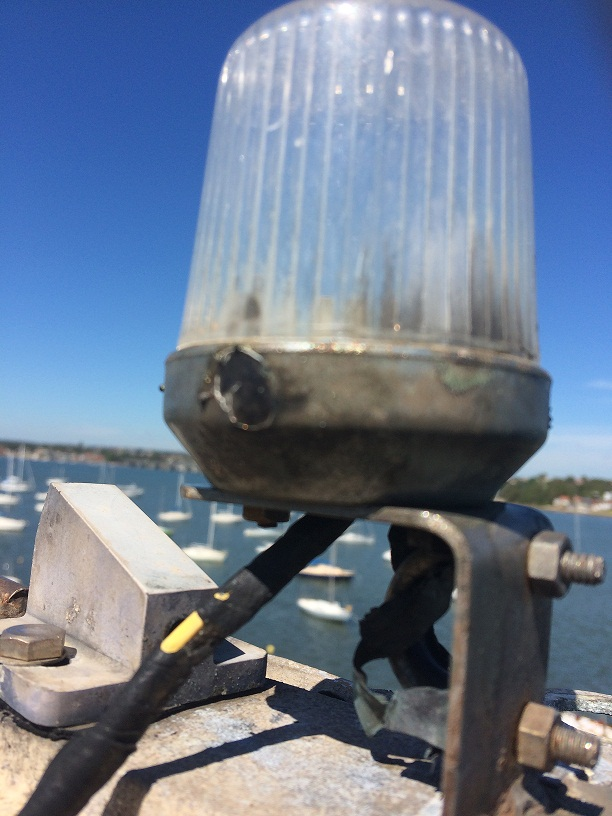 Click image for larger version  Name:anchor light on top of mast.JPG Views:98 Size:164.6 KB ID:92851
