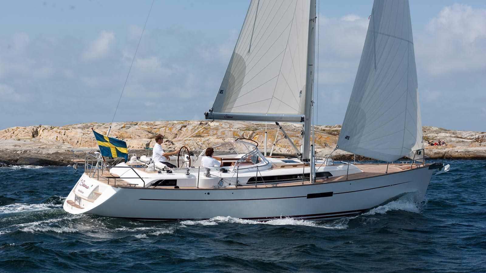 Click image for larger version  Name:cruising-sailboat-center-cockpit-teak-deck-20232-4423677.jpg Views:641 Size:124.8 KB ID:92969