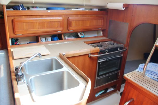 Click image for larger version  Name:Hunter 30T Galley.jpg Views:398 Size:40.1 KB ID:97397
