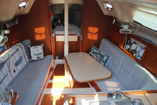 Click image for larger version  Name:Hunter 30T Saloon.jpg Views:1244 Size:43.0 KB ID:97398