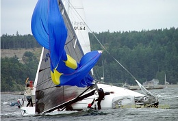 Click image for larger version  Name:Spinnaker wreck 2.jpg Views:194 Size:47.9 KB ID:97525