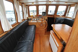 Click image for larger version  Name:STEEL CArcher 48 1992 $179K Pilothouse fwd 2.jpg Views:372 Size:37.7 KB ID:97551
