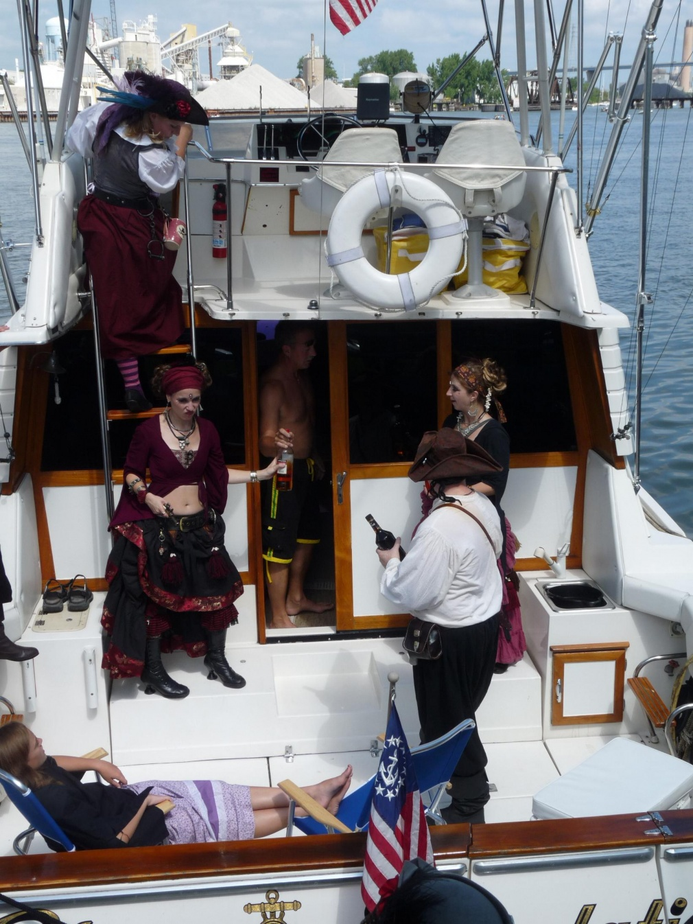 Click image for larger version  Name:Green Bay 164 pirate boarding.jpg Views:106 Size:436.9 KB ID:99013