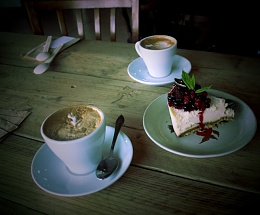Click image for larger version  Name:Andor-Coffee-and-Cake.jpg Views:91 Size:54.9 KB ID:99575