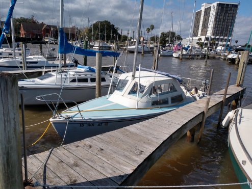 Moored  with the Pop-Top up at Bal Harbour Marina in Nassau Bay Texas